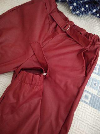 Pantalon de cuero.