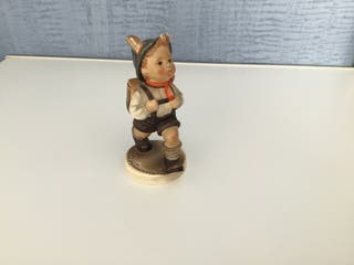 Figura niño en porcelana alemana