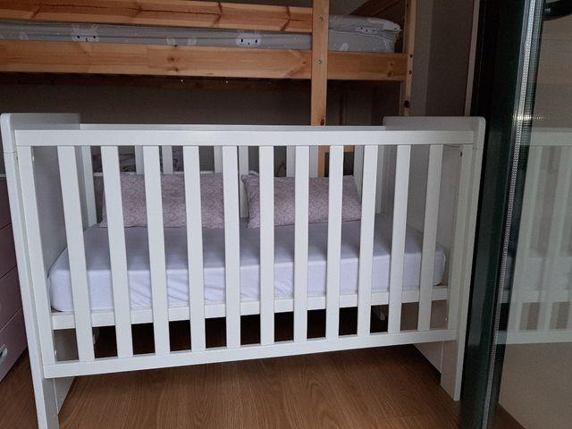 cuna bebé blanca