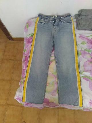 Pantalón vaquero de Zara.