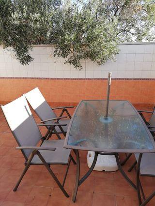 mesa + sillas + sombrilla teraza o jardin