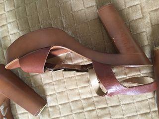 Sandalias en blanco y marrón Gloria Ortiz tala 38