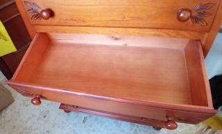 Dormitorio de madera maciza, muy bien cuidado