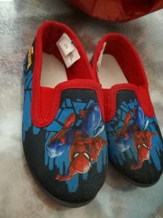 Zapatillas Spiderman, talla 25