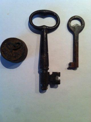 llaves y pesa antigua