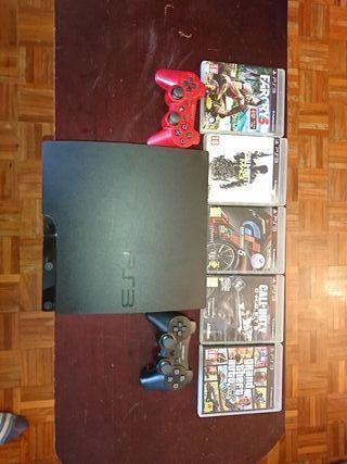 PS3 con 2 mandos y juegos