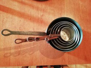 cazos de cobre y plato