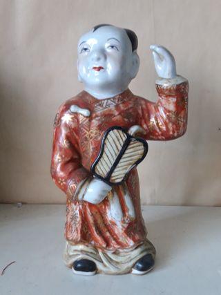 figura de personaje chino en porcelana