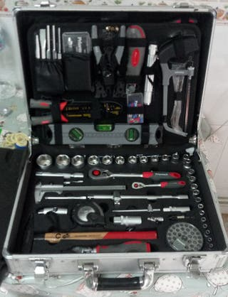 maleta de aluminio con herramientas