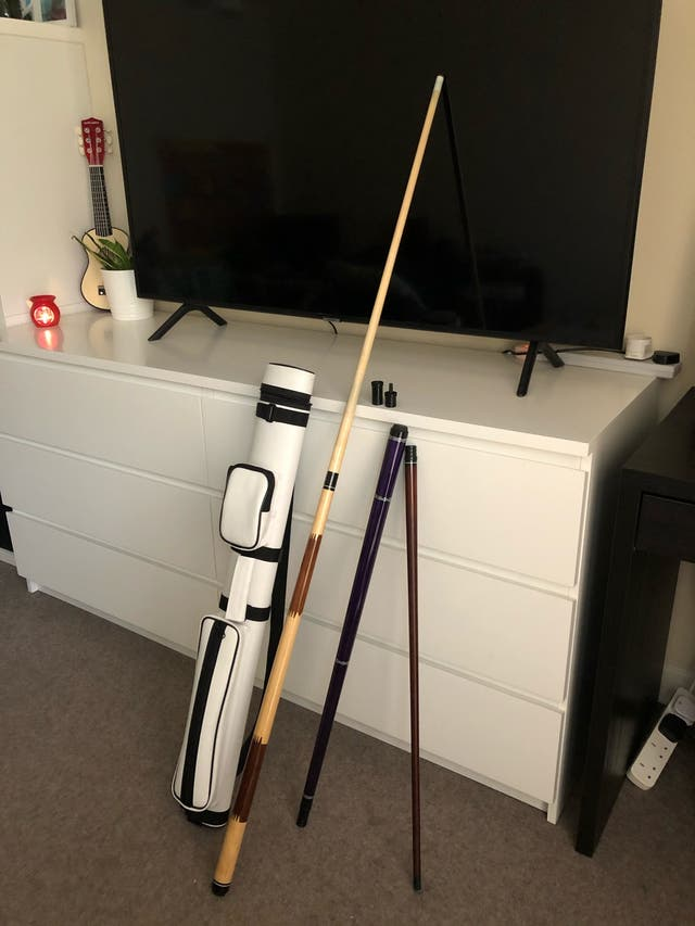 REMOVABLE POOL TABLE STICKS WITH WHITE COLOR CASE