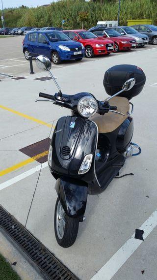 Vespa LX 125 con maleta + Candado de REGALO
