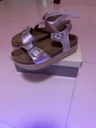 Sandalia sandalia plata con cuña talla 33