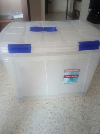 2 cajas de plástico