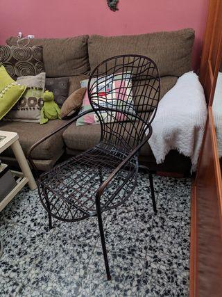 Preciosa silla de hierro de diseño