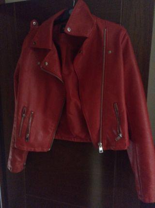 chaqueta de cuero rojo Stradivarius