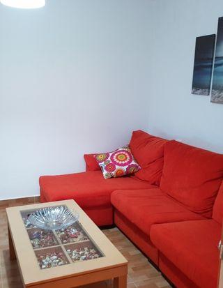 Sofa cheslong de tres piezas + mesa salón
