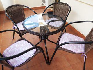 mesa con 4 sillas de jardin