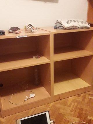 Se venden muebles para poner libros