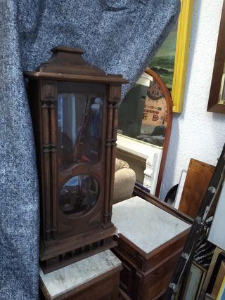 mueble de reloj antiguo