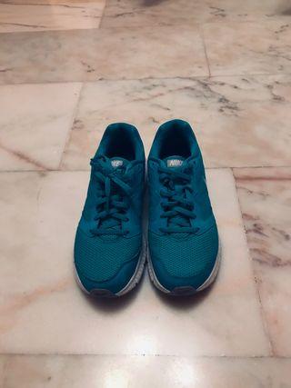 Zapatillas Nike, talla 39