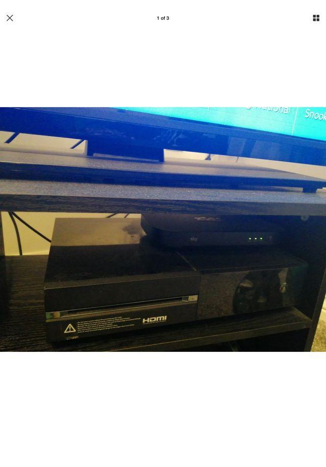 Xbox One (1tb) console