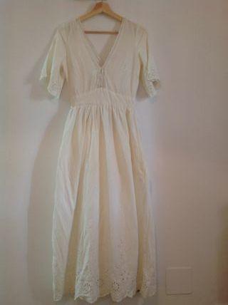 Vestido blanco largo puntilla de Zara
