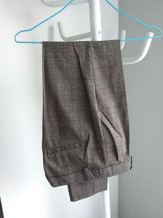 Pantalón de mujer de cuadros. Zara.