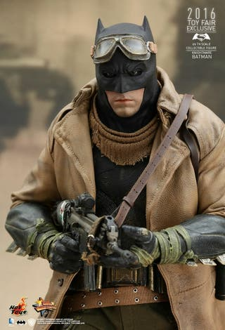Batman Knightmare HOT TOYS 1/6 BVS MMS372