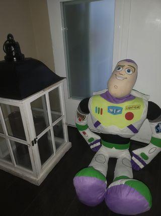 Buzz Lightyear gigante