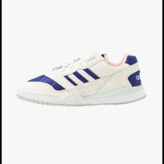 Adidas A.R Trainer