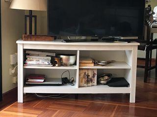 Mueble para televisión, lacado blanco.