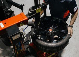 "desmontadora de neumaticos y ruedas 24"" 220v"