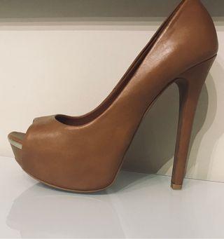 Zapato de tacón stradivarius