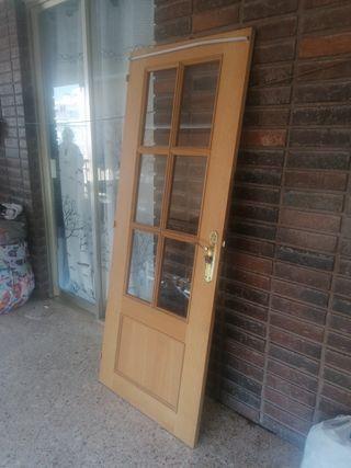 se vende puerta de cocina o comedor