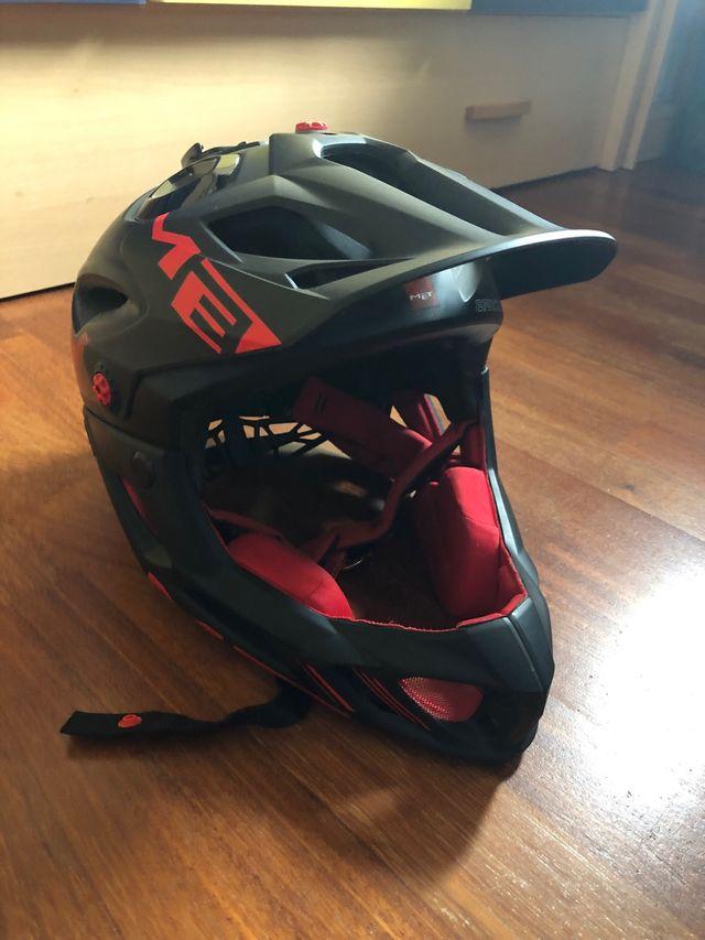 Casco bici Met Parachure Negro/Rojo