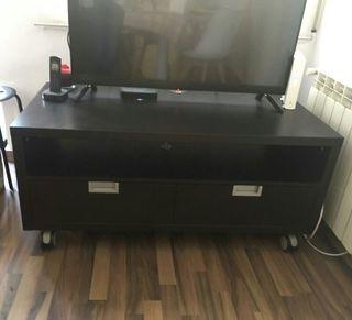 Mueble auxiliar para tv en muy buen estado.