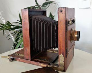 Antigua cámara fotográfica madera fuelle 1900