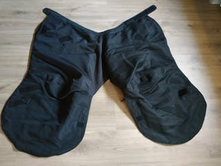 Manta sobre pantalón para moto