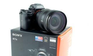 SONY A7 MKIII + Objetivo SONY 24-105mm + varios