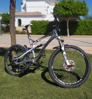 Bicicleta de montaña doble suspensión