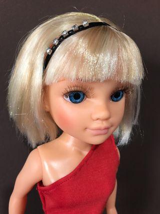Muñeca de Nancy con pelo rubio y corto