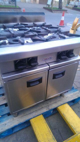 Dos cocinas y un horno