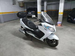 Vendo Suzuki Burgman 400.