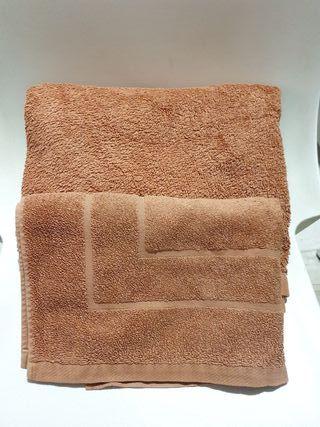 Toalla ducha y alfombra