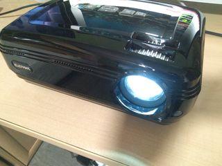 Proyector LED 720P a estrenar