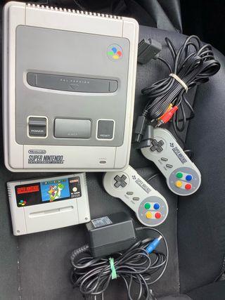 Consola súper nintendo con juego y 2 mandos