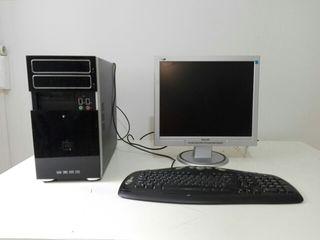 Lote de ordenador de sobremesa, pantalla y teclado