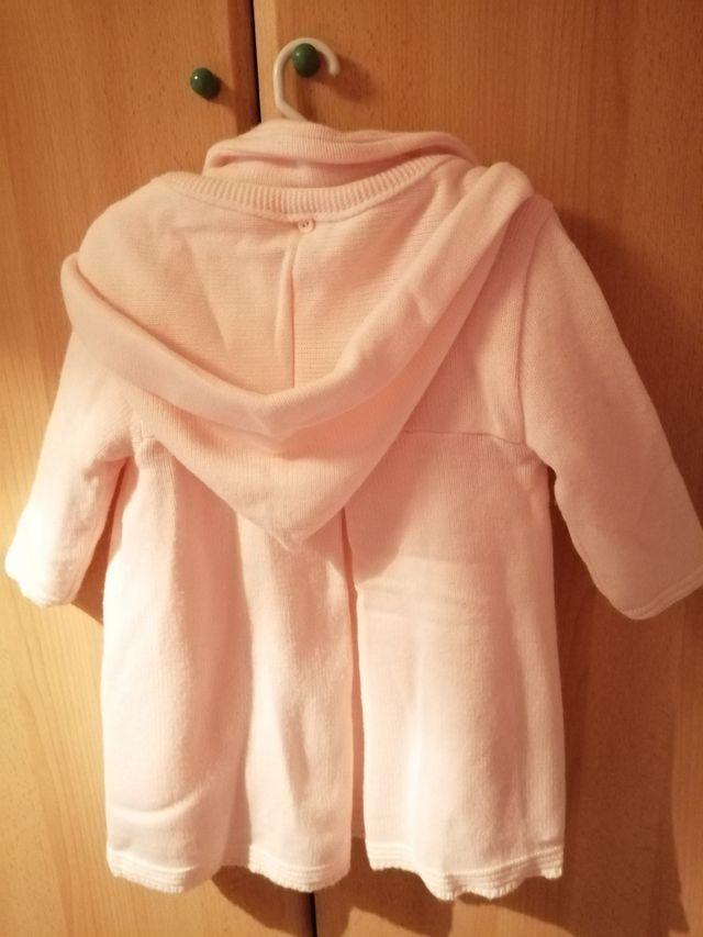 abrigo con capucha talla 12 meses