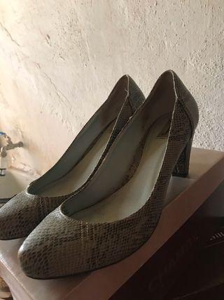 Zapatos tacón nuevos talla 38.