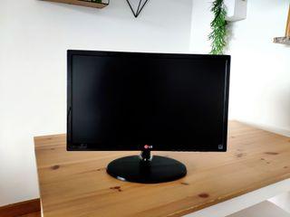 Monitor 21.5 pulgadas con resolución 1920 X 1080